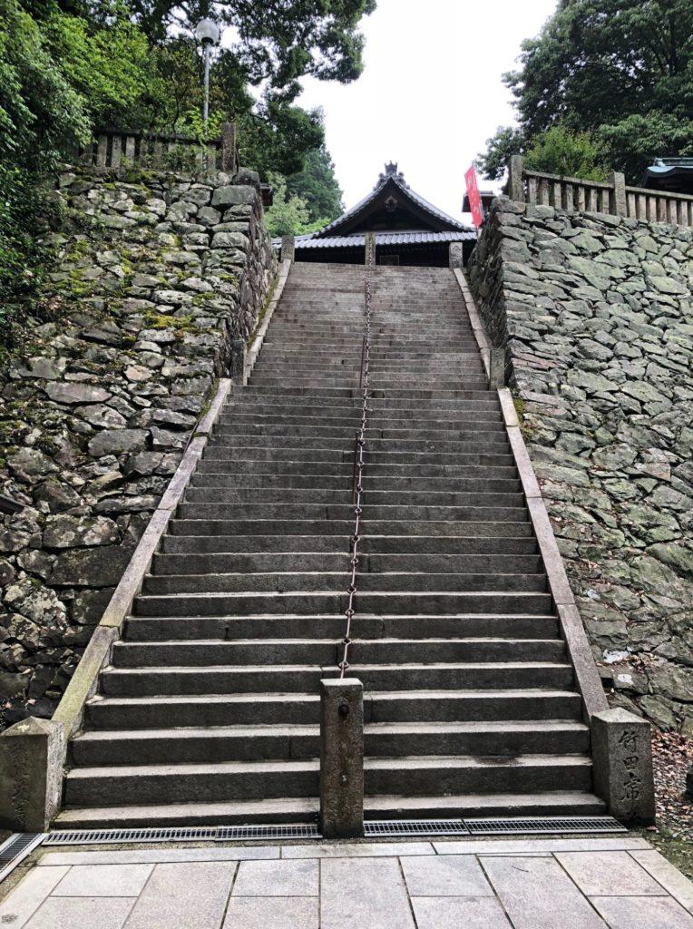 石鎚神社の奥の階段