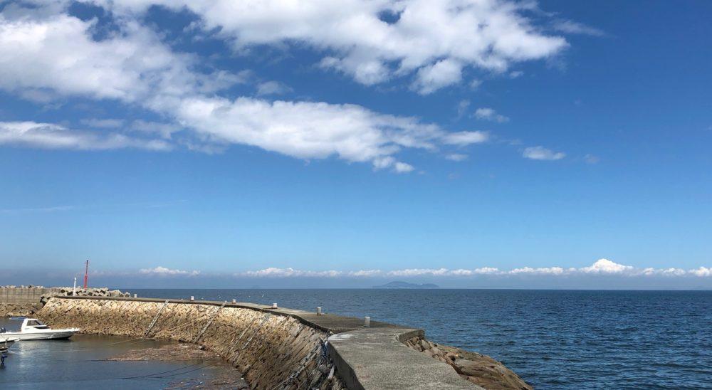 伊吹島を箕浦港から撮影