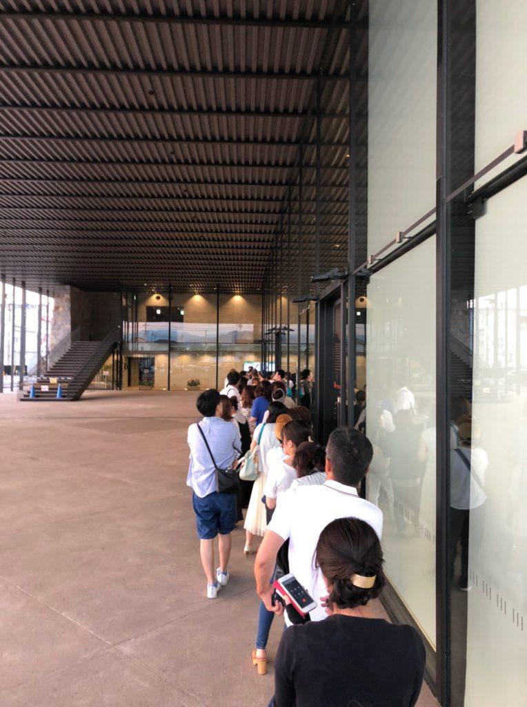 香川県観音寺市民会館の正面入り口