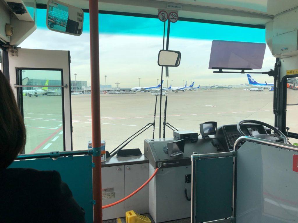羽田空港の送迎バスの車内
