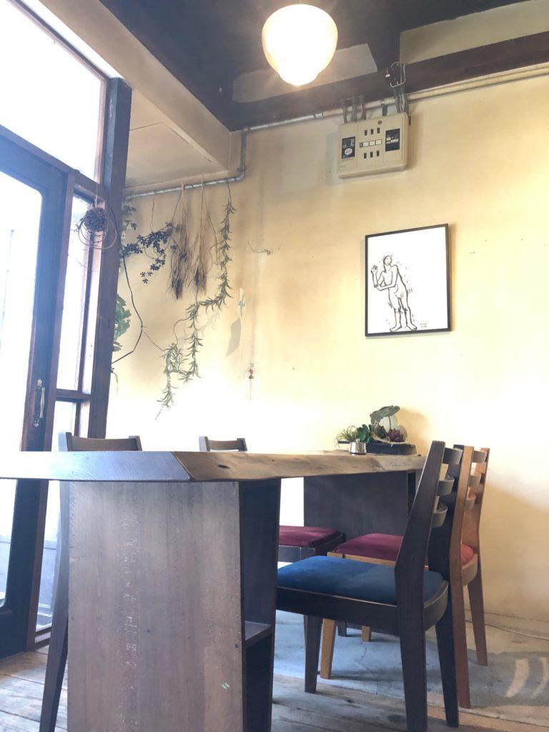 カフェ・ネストのテーブル席