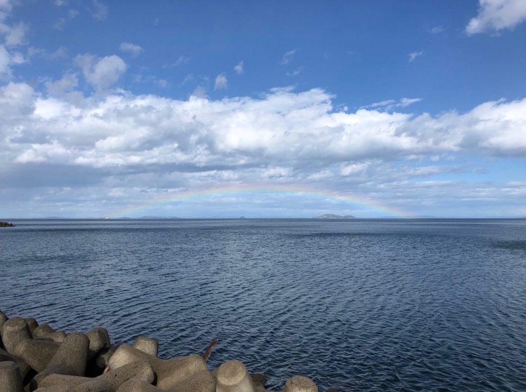 百姓屋敷わらへ向かう途中の虹