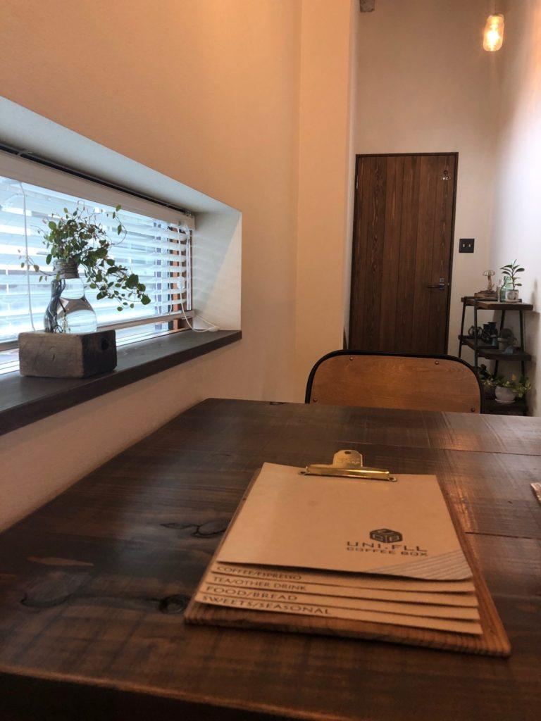 ユニフル  コーヒー ボックスの窓