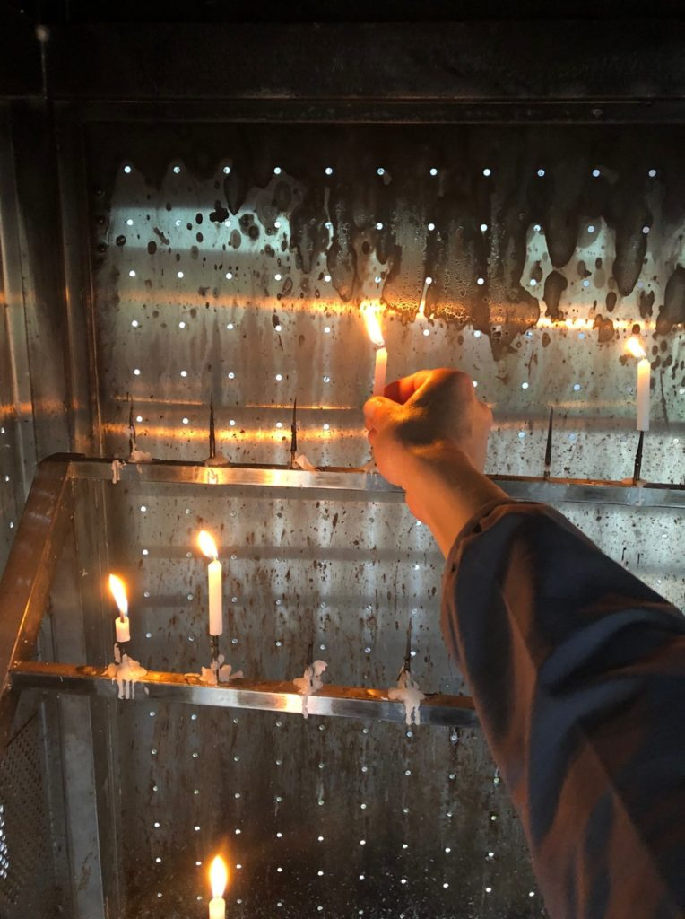 四国八十八箇所第65番札所三角寺の蝋燭立