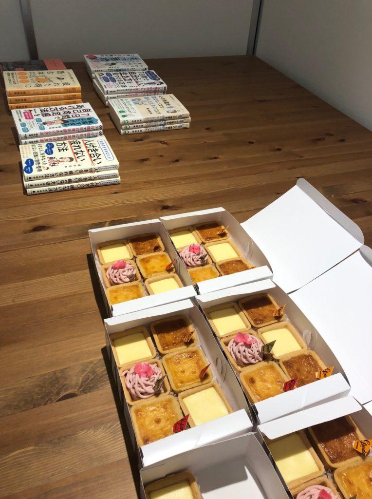 根本裕幸さんの本とチーズケーキ