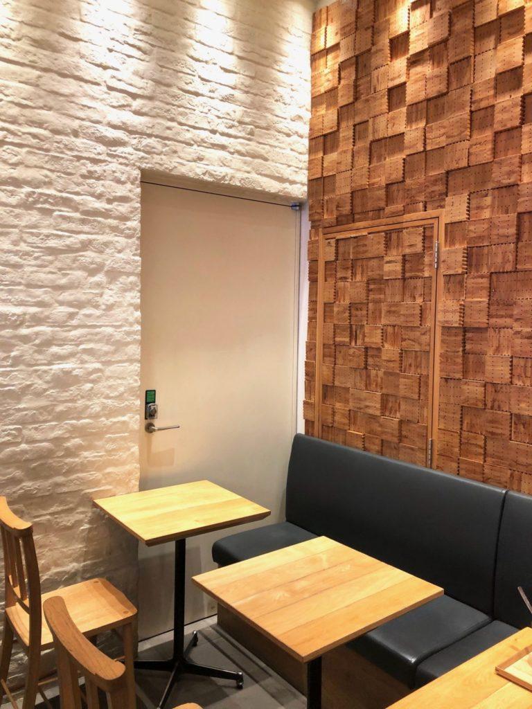 スープストック東京のテーブル席