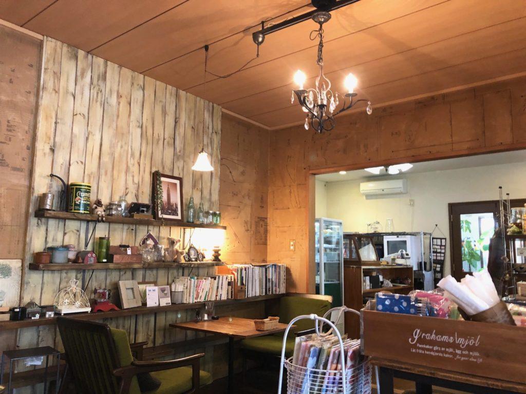 善通寺市カフェ陶花の店内前半