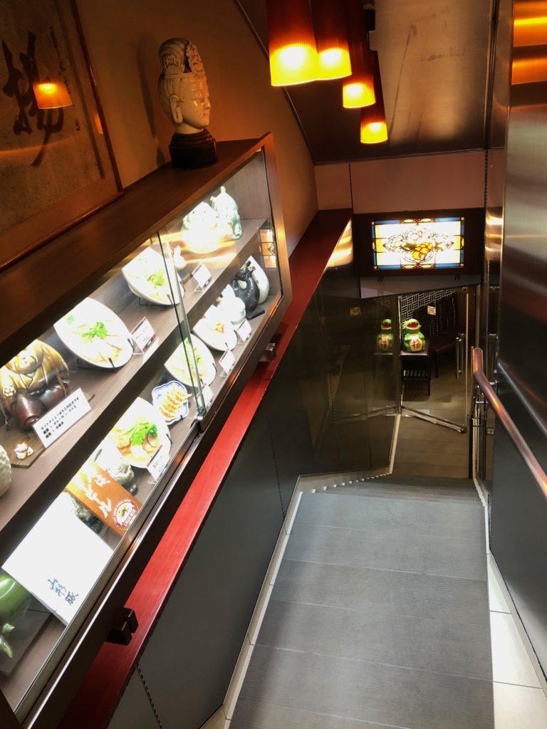 梅田揚子江ラーメン総本店の階段
