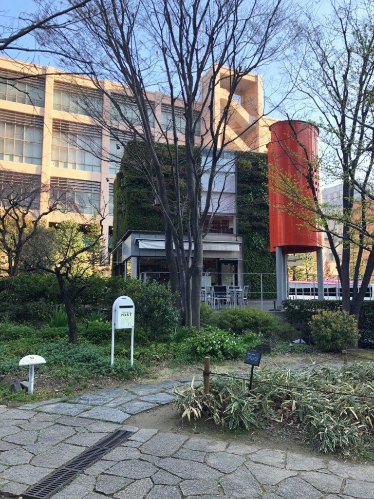 梅田の小洒落たカフェの全景