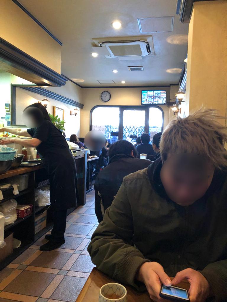 神戸市板宿洋食キャベツの店内