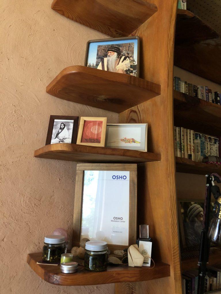 OSHOの写真とオブジェ等々