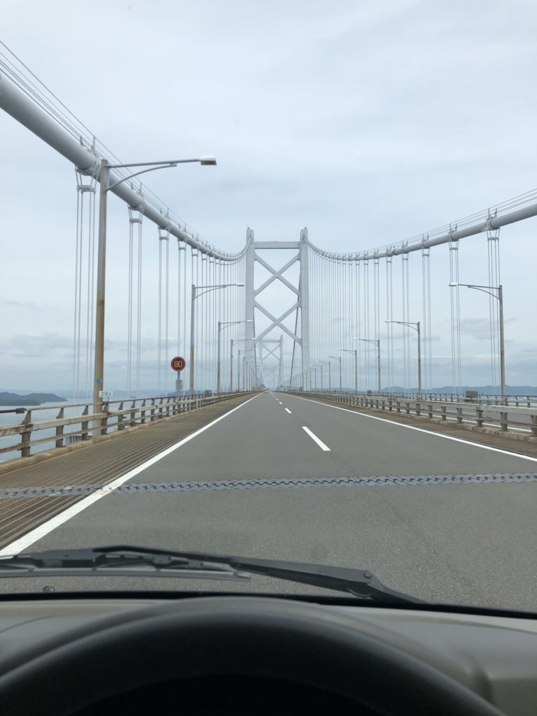 瀬戸大橋を渡るエブリィ