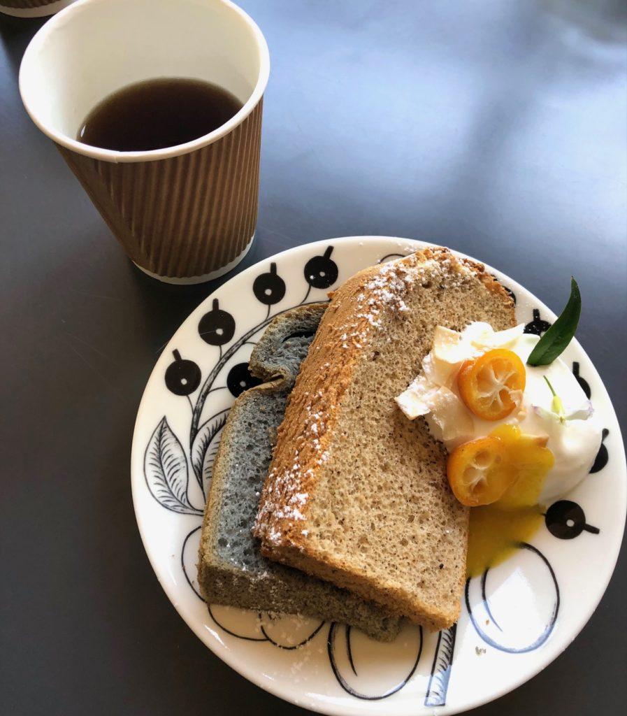 ウーロン茶と麻炭のシフォンケーキ